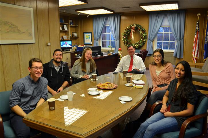Mayor With Yale Branford Students 005 (Small).JPG